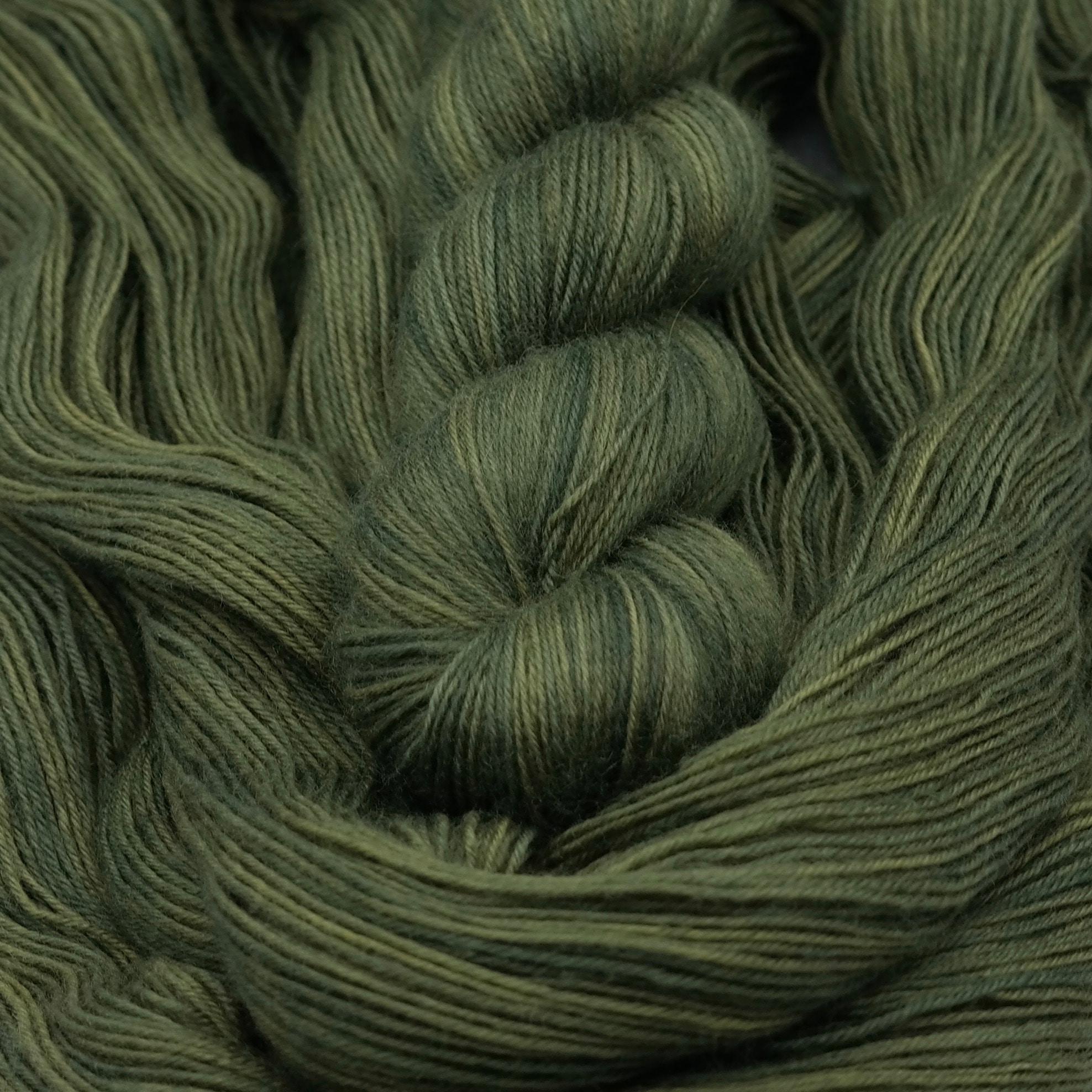 Aïe Aïe Aïe ! Ouille ! | BFL Fingering - Echeveau de laine 100% Bluefaced Leicester teint à la main dans le Nord de la France par Teinturlurée
