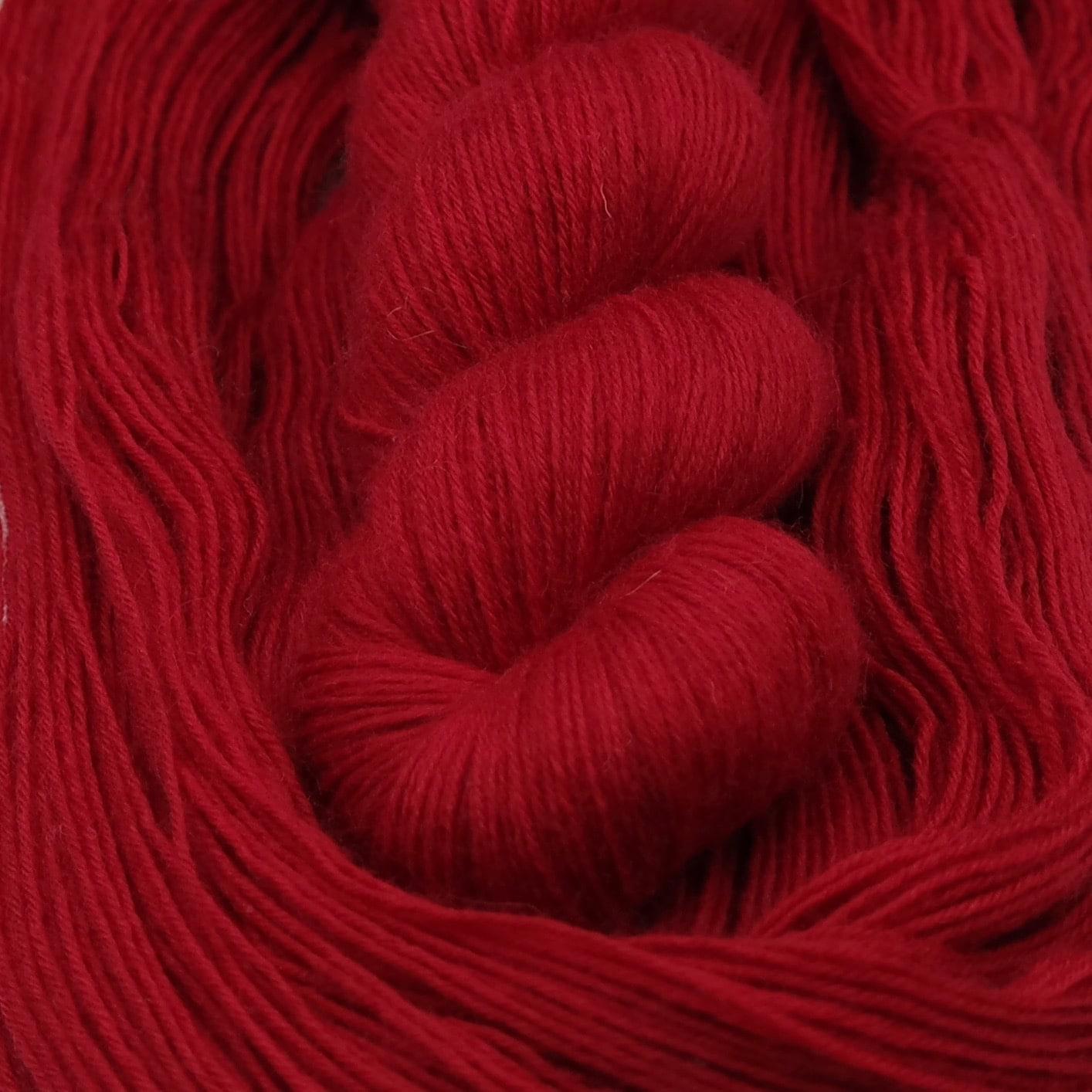 Hot Blood | BFL Fingering - Echeveau de laine 100% Bluefaced Leicester teint à la main dans le Nord de la France par Teinturlurée