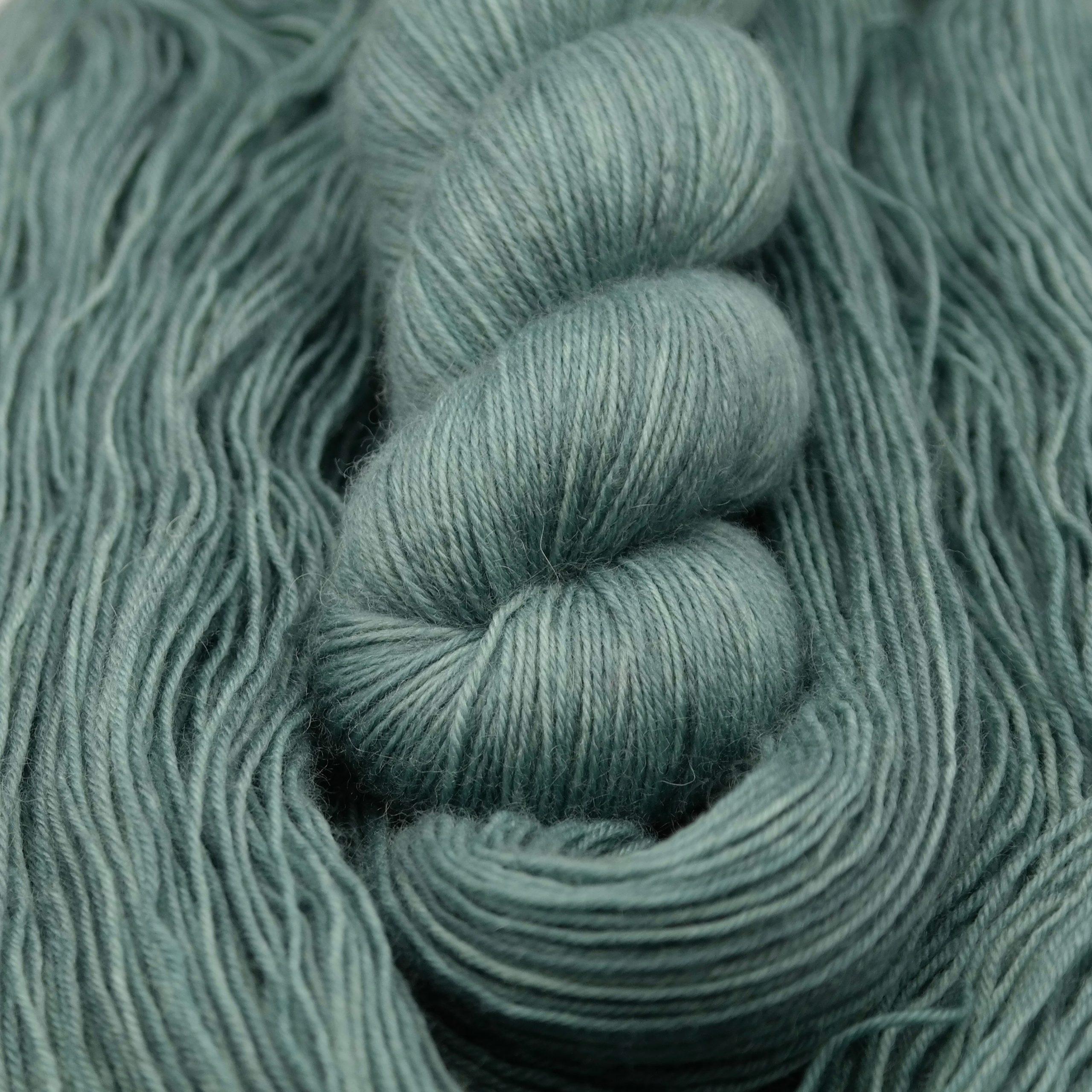 Serenity | BFL Fingering - Echeveau de laine 100% Bluefaced Leicester teint à la main dans le Nord de la France par Teinturlurée