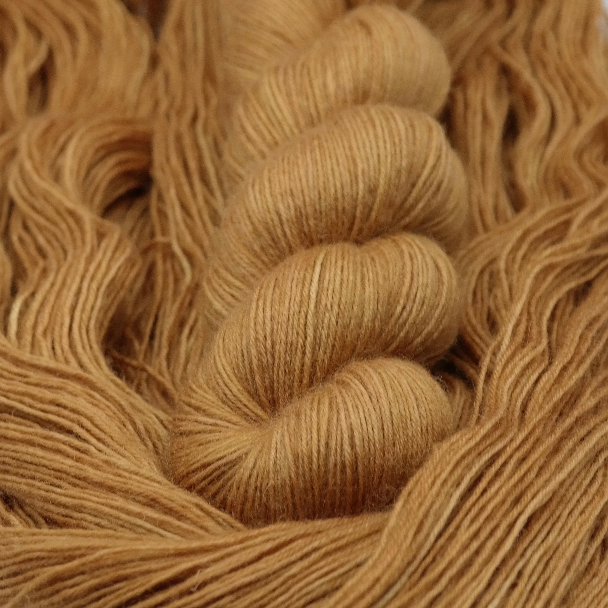 P'tit Biscuit | BFL Fingering - Echeveau de laine 100% Bluefaced Leicester teint à la main dans le Nord de la France par Teinturlurée
