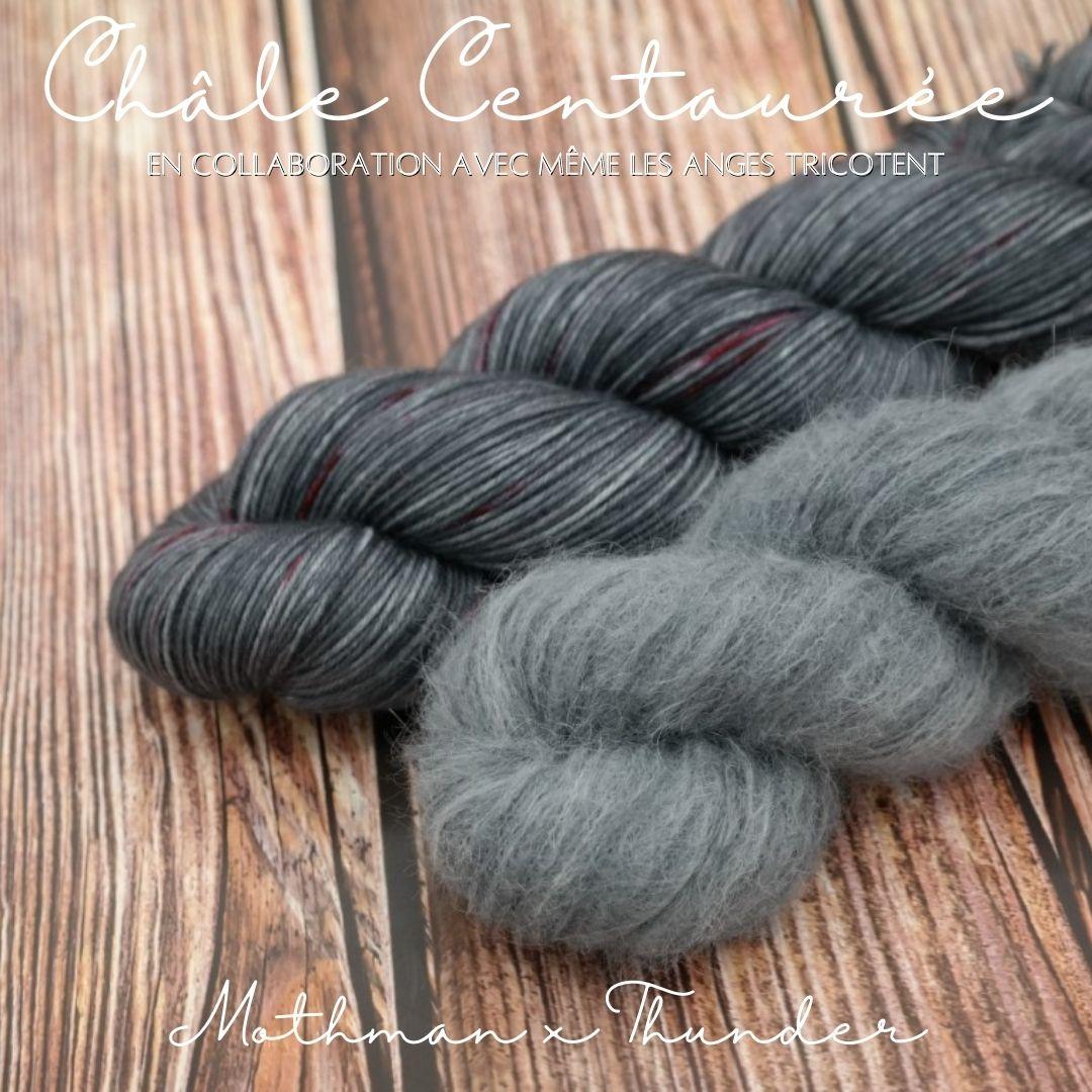 """Découvrez nos kits pour tricoter le châle """"Centaurée"""" imaginé par Même les Anges tricotent dans nos coloris """"Mothman"""" (MSW) & Thunder (Suri)"""