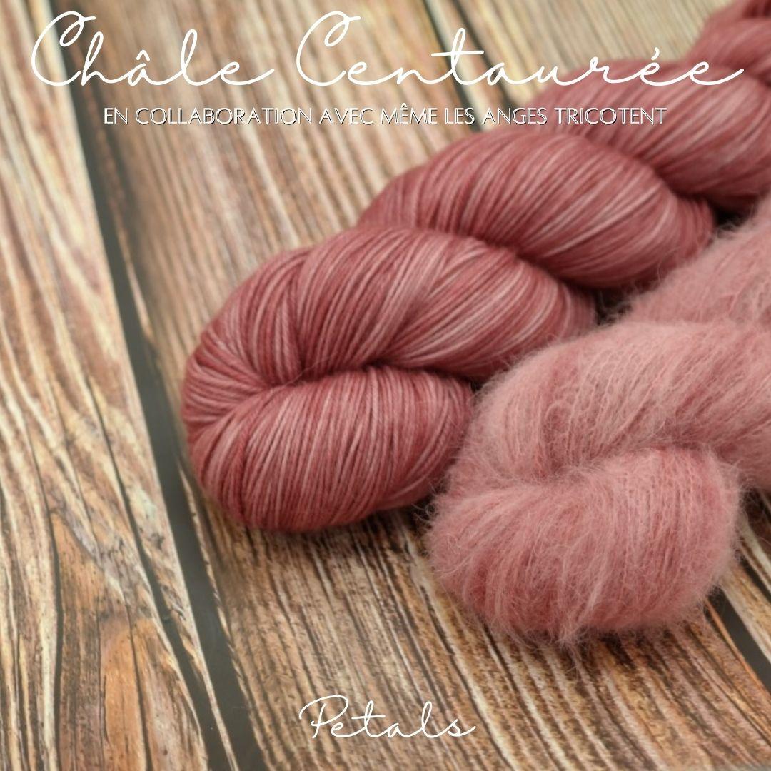 """Découvrez nos kits pour tricoter le châle """"Centaurée"""" imaginé par Même les Anges tricotent dans notre coloris """"Petals"""""""
