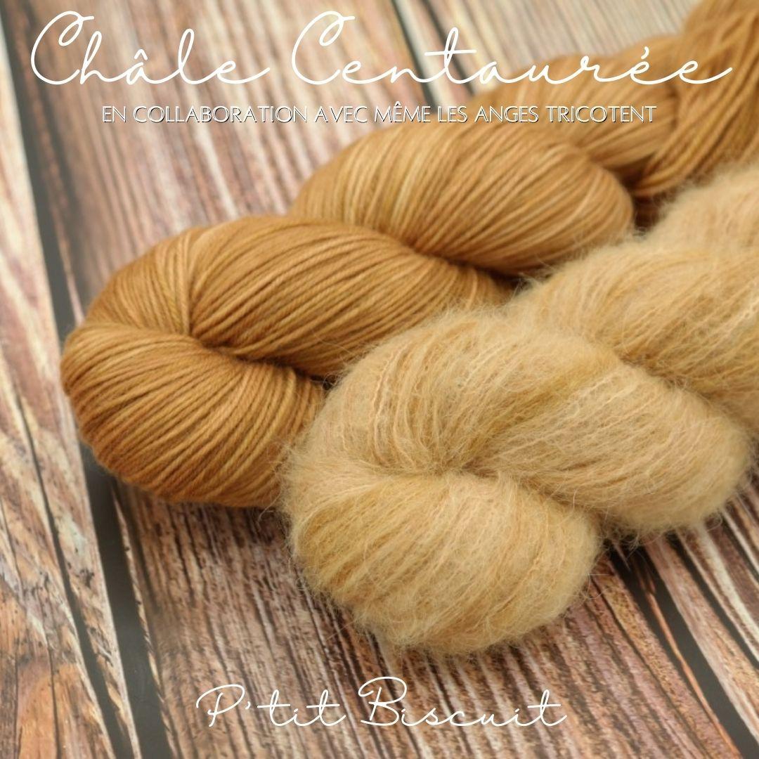"""Découvrez nos kits pour tricoter le châle """"Centaurée"""" imaginé par Même les Anges tricotent dans notre coloris """"P'tit Biscuit"""""""